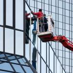 Reparatur an der Glasfassade